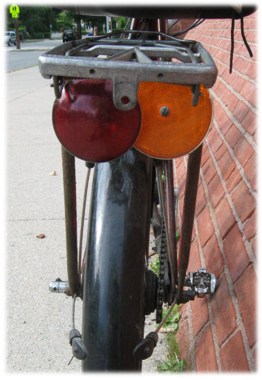 Pletscher rack with taillight and rear reflector