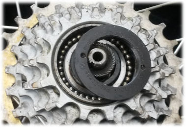 SunTour Pro Compe freewheel with cover plate removed