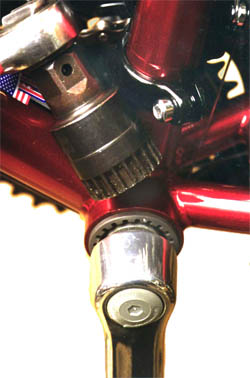Three piece sealed cartridge bottom bracket
