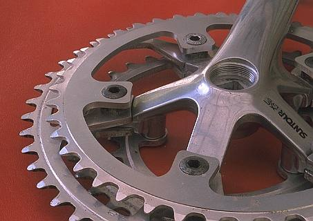 Right crank with 4 chainwheels (25 KB JPEG)